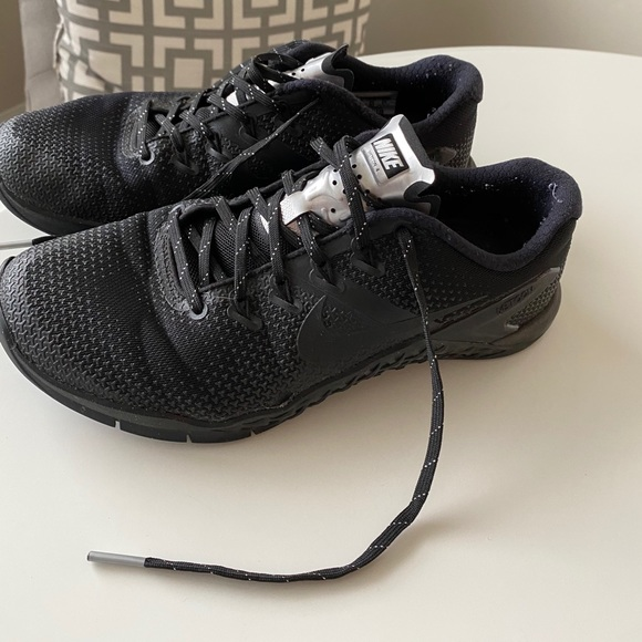 Nike Shoes | Womens Metcon 4 Size 8